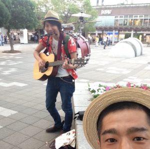 海浜幕張駅前で路上ライブ