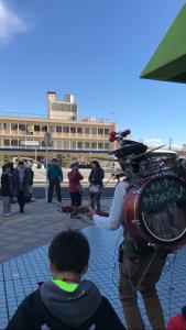 木更津駅前で練り歩き